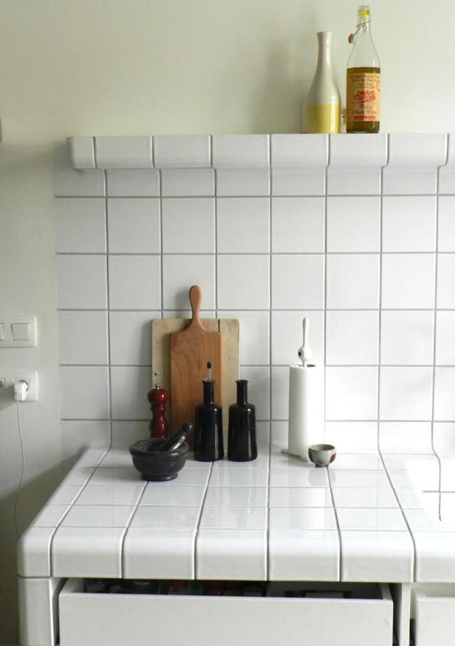 厨房水槽台我学国外,往上做个延伸放置常用物品,橱柜都省的装了