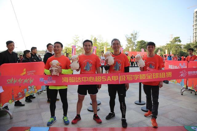 300名梯客共同攀登 2019国际垂直马拉松超级精英赛顺德海骏达中心站欢乐开跑