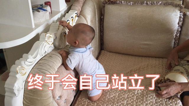 八个月的孩子总是自己扶着东西站起来,会不会变罗圈腿?