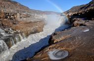 黄河壶口瀑布现冰挂彩虹景观