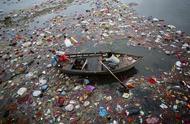 """印度""""毒河""""水面盖满泡沫,河豚都已逃走,居民还在游泳"""