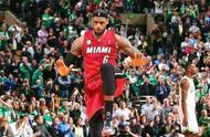 NBA现役球星经典庆祝动作:詹姆斯霸王步,库里超萌!