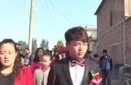河南一土豪的婚礼,好比阅兵仪式,非常隆重