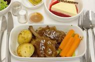 搭乘飞机的目的地是确定的终点,然而对飞机餐带来惊喜总有所期待