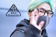 170330 薛之谦上海出发北京,黑色系着装衬托头发帅气!