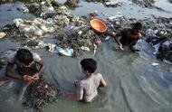 印度此河的污染程度远超恒河,水面全是泡沫,当地居民仍直接饮用