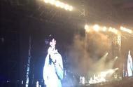 林更新来周杰伦演唱会了,还从上海追到杭州,铁粉呀……