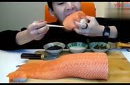 大胃王奔驰小哥,吃整条三文鱼