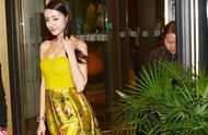 迪丽热巴一向不热衷暴露装,但真穿上抹胸黄裙,没想到身材却这么有料!