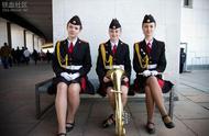 俄罗斯红场阅兵女兵让人眼前一亮 腿长肤白貌美