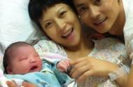 46岁蔡少芬三胎产子,两个闺女颜值都好高,网友:真是太不容易了