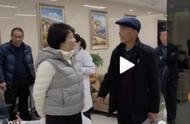 46岁袁立现身公益活动,腹部隆起疑似怀孕,网友纷纷送上祝福