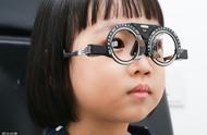 """东莞15岁少年近视2400度:别再相信""""戴眼镜会加深近视度数了"""