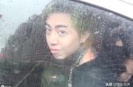 台湾男歌手吸毒被妻子举报,被捕时表情云淡风轻,不思悔改