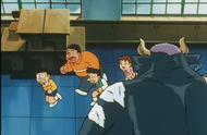 学校的气氛十分诡异,老师还变成了妖怪,大伙急忙逃窜!