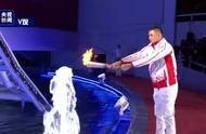 太!惊!艳!火炬手刘玉栋水中点燃军运会圣火