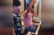 郎朗教吕思清儿子弹钢琴:你要咣咣咣砸得我脑袋都得掉