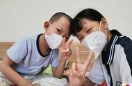 男童患病3年,父母一直守在医院,13岁女孩独当一面照顾瘫痪奶奶
