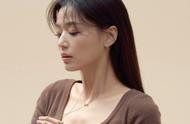 38岁国民女神全智贤近照曝光,天鹅颈锁骨太绝了,和宋慧乔同龄?
