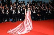 这些红毯上令人惊艳的明星们,有人一穿成名,有人却遭人嘲讽!