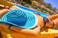 巴塞罗那一村庄投票决定女性可以在公共泳池中裸露身体