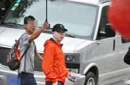 意外偶遇葛优范伟拍《手机2》,葛优一个举动,让人看清他的人品