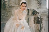 李宇春时尚杂志封面大片惊艳曝光 白色蕾丝长裙帅气与柔美并存