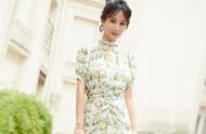 杨紫穿一袭薄荷色连衣裙亮相 优雅自信,扮相甜美尽显少女味