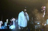 林更新再现身周杰伦演唱会,手机当灯牌应援,还点了一首《稻香》
