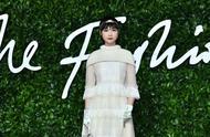 热搜上李宇春英国时装大奖大使是什么?网友热议:神仙红毯盛宴