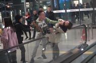 Angelababy机场受惊,亲眼目睹粉丝被打,女子被男主播掐脖险坠落