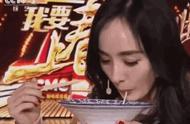 杨幂米线只吃一根,再看看自己的水桶腰,原来她都是有原因的