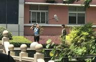 小北接陈念出狱镜头#《少年的你》未播镜头曝光: