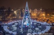 Lithuanian capital stands case giant christmas tree, look to have a mystery additionally from inside