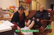 火锅底料居然能泡脚?!重庆102岁爷爷说加点姜和花椒,巴适得很!