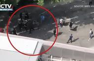 痛心!被暴徒扔砖击中的老人走了 | 香港律政司司长在伦敦遇袭受伤