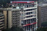 8D魔幻城市重庆又火了,楼顶开设加油站,外地网友都懵了