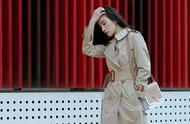 宋佳时尚感再度飙升,风衣当做连衣裙穿,又美又飒太惊艳!
