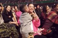52岁陈小春宝刀不老,演唱会高调宣布36岁应采儿怀二胎甜蜜又幸福