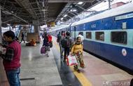 第一次乘坐印度火车:一进站就惊呆了,没有座椅没人检票太随意了
