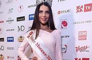 俄罗斯选美皇后因不参加慈善活动而去海滩度假,被剥夺头衔
