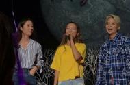 """郑秀晶现身luna演唱会,腿明显变胖,""""抠脚""""秀晶胖了并没有错!"""