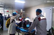 安徽一女子孕25周生下早产双胞胎,孩子双双病危紧急空运北京