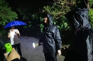 """「暴雨下的坚守」""""风雨不退我不走!""""众志成城迎战""""利奇马"""""""