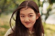 13岁李嫣现身机场,一双大长腿十分抢镜,近照曝光却被嫌丑?