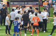 李铁情绪激动,与申花教练席发生冲突