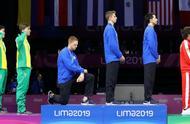 美运动员领奖下跪事件始末 美运动员领奖下跪原因是什么