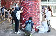 香港多区市民自发清理反对派标语,何君尧:香港人可以团结一致把事情做好