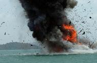 伊朗油轮沙特海域爆炸最新:确认遭两枚导弹击中,油泄红海