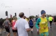 英国女子打破倒跑半程马拉松世界纪录,计划继续参加世锦赛!